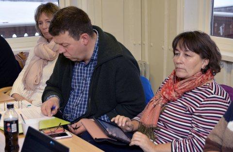 Helse og omsorgsutvalget ved to av dem, leder Jon N. Eikrem og  Nina Vågen Roaldset (t.h.). Bildet er fra gruppearbeid under stormøtet, hvor kommunedirektøren la fram sitt budsjettforlag.