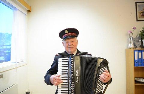 FESTARRANGØR: Major Thorbjørn Vang (90) arrangerer juletrefest på Haugland skole søndag. Foto: Edd Meby, Ryfylke