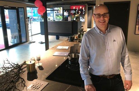- Vi er svært fornøyd med den nye HTH-butikken,Svein Erik Saue som er medeier i HTH-Kjøkkenforum Bodø.