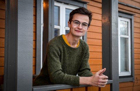 Arild Edvard Båsmo bor i Edinburgh, men er hjemme på Båsmo på juleferie. Gjennom koronatiden har han utviklet et eget produkt for den analoge fotobransjen.