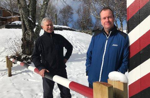 Foreløpig er bommen stengt: - Vi jobber med flere ting, sier Knut Store og Thomas Lillevoll.