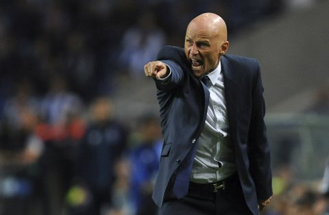 Copenhagen head coach Stale Solbakken gestures during a Champions League group G soccer match between FC Porto and FC Copenhagen at the Dragao stadium in Porto, Portugal, Wednesday, Sept. 14, 2016. (AP Photo/Paulo Duarte)