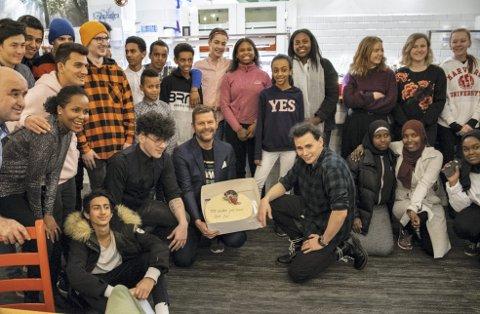 V13 hadde rekordoppmøte på årets julebord. BAs utsendte klarte ikke fange alle som ville være med på bildet i fotorammen.