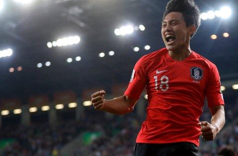 Cho Youngwook jubler hemningsøst etter å ha scoret 2-0-målet mot Argentina. Vi tror at sørkoreanerne kan ta en ny seier i åttendedelsfinalen tirsdag.   (AP Photo/Sergei Grits)