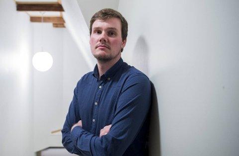Gjert Moldestad er styremedlem i Bataljonen. Han er selv homofil og reagerer sterkt på at Kristiansund-spiller Flamur Kastrati kalte VIF-trener Dag-Eilev Fagermo for «en jævla soper».