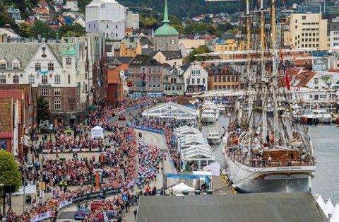 Sykkel-VM ble en stor suksess publikumsmessig. Nå kan de bli lignende scener i Bergen neste år, med bergenske triatlonutøvere i teten.
