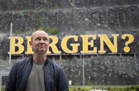 Jimmi Nagel Jacobsen kom fra 30 grader og sol i Danmark til regn og sportslig krise i klubben han er ny sportssjef i.