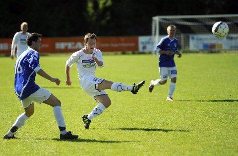 ÅRETS TOPPSCORER: Modum FK klarte ikke rykke opp fra 4. divisjon, men en som bidro sterkt i forsøket var Simen Velstad. Kantspilleren scoret 20 mål i løpet av sesongen.