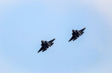 F35: To av Norges nyeste jagerfly passerte over Sigdal i en høyde av 1.000 fot torsdag. Dette bildet er tatt ved en tidligere anledning.