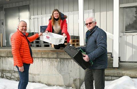 NYTT TILBUD: – Fastboende og fritidsbeboere kan bestille de dagligvarene de trenger på nett, og få dem levert rett på døra, sier Per Arne Lislien (f.v.), Ellen Anne Bye og Knut Martin Glesne.