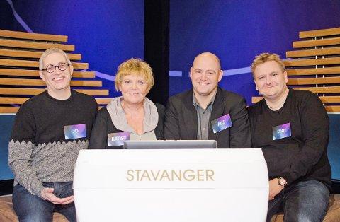 """Atle Olsen (nummer to fra høyre) skal ilden i """"QuizDan"""" på NRK1 i kveld. Laget består for øvrig av Jo Fougli (til venstre), Kjersti Ommundsen og Stian Stokseth. Olsen er kaptein."""