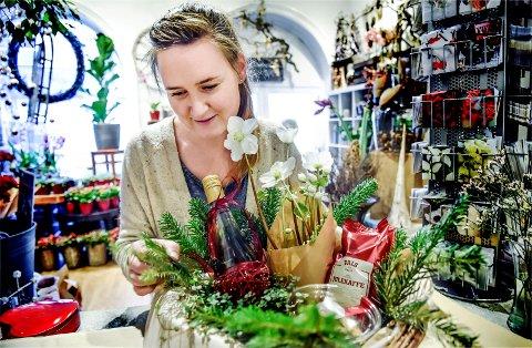 Eier av Blåveispiken, Denise Sandli, skal lage julekurvene avisen skal dele ut hver lørdag i desember. Kanskje du kjenner en som fortjener den?