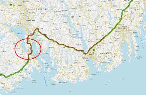 Omkjøring like sør for Porsgrunn sørget i pinsen for enorme køer. Planen var egentlig å bli ferdig til i sommer, men det lot seg ikke gjøre