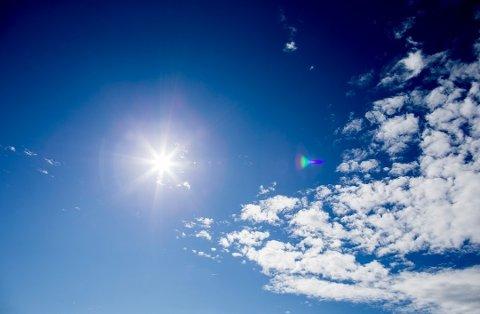 PENT VÆR: Omtrent slik har himmelen sett ut skjærtorsdag. Langfredag blir nesten like bra, før det skyer over og blir litt regn lørdag.