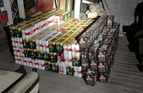 STORBESLAG: Nærmere 2.000 liter øl ble funnet i litauerens uthus da politiet aksjonerte. Det skjedde dagen etter at han ble tatt med smuglerøl på Grimsrudveien i Lier.