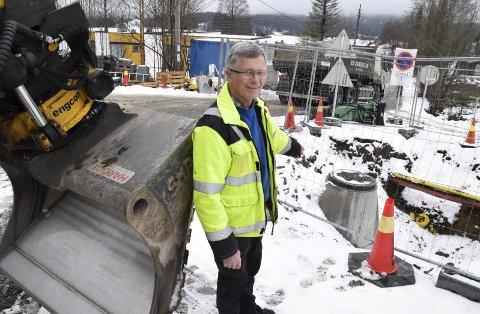 Helt nytt: En 900 meter lang og helt ny ledning fra Fossnesjordet til ny kum i Ekornveien/Rådyrveien sikrer vann i springen til både dagens Våglia-beboere og nye. - Å legge nytt er en stor fordel fremfor å måtte reparere gammelt, sier Torgeir Svensen.