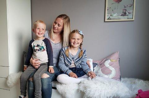 FAMILIETID: La foreldre ha kvalitetstid med barna på ettermiddagen, i staden for frustrasjonstid, oppfordrar Veronica Strømme Tansø, mamma til Jack Levian (5) og Nilia (7).