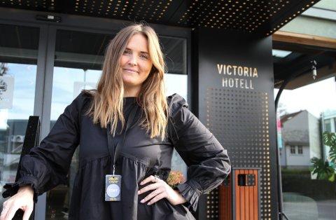 Charlotte Prydz Ottesen ved Comfort Hotel Victoria vel å sjå moglegheitene trass begrensingane koronaen legg på henne i hennar nye jobb.