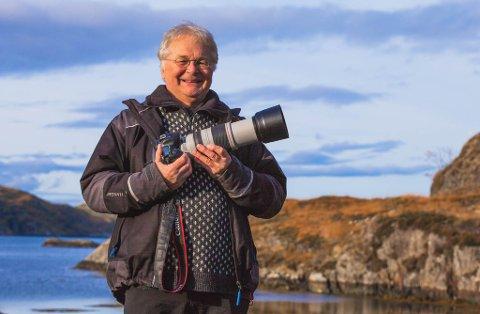 MIDT I SMØRAUGET: – Då eg flytta til Kalvåg for ti år sidan, såg eg raskt at eg hadde busett meg nærast midt i ein dyrehage. Her myldrar av spennande natur å fotografere, seier tidlegare firdaredaktør Kjell Aga Ulvestad.