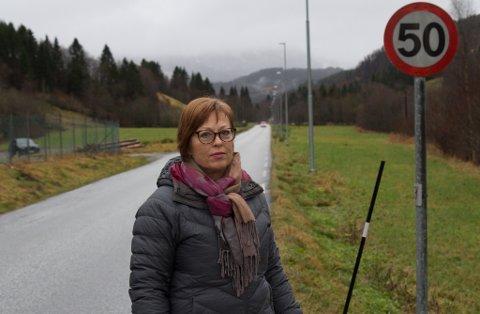 NØGD: 50-sona ved nedlagde Horstad skule skal vekk i løpet av våren. Det er Solbjørg Steiro Herstad godt nøgd med.