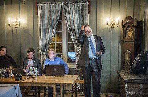 Drømmen som brast: Heller ikke denne gangen ble det ordførerkjede på Peter Kuran og Høyre–det ble tidlig klart under valgvaken. Foto: Geir A. Carlsson