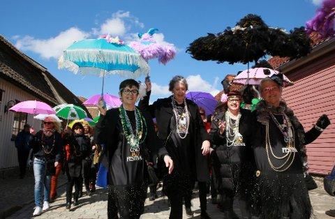Lørdag er det igjen jazzparade i Gamlebyen. Gamlebyen jazzfestival pågår hele helgen. I denne bildekarusellen kan du se flere bilder fra alt som skjer denne helgen.