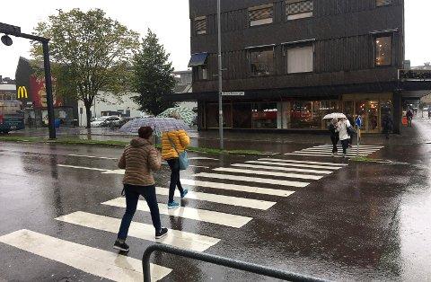Det er kanskje nærliggende å tro at flere holder seg hjemme på valgdagen når det regner ute, men ifølge forskning stemmer ikke det.