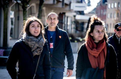 Godt integrert: Dana Ghazi kom til Fredrikstad som flyktning fra Irak i 1997. I dag har han fast jobb i hjemmesykepleien og sitter som Ap-politiker i bystyret.