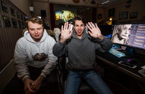 Møttes IRL. Christer Holmen (17) fra Sarpsborg og Sondre Rye-Hytten (17) fra Notodden har spilt sammen i nærmere ett år, men aldri møttes. På Døgnvill LAN i Torsnes fikk guttene endelig hilse på hverandre i den virkelige verdenen.
