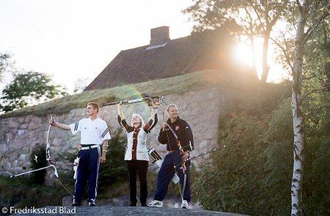 OL-deltagere fra Fredrikstad: Bueskyter Bård Magnus Nesteng (t.v), skytter Lindy Hansen og bueskytter Lars Erik Humlekjær.    Fotograf: Fredrik Solstad  TattDato: 20000904