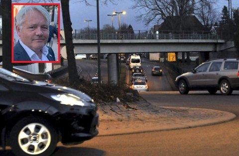 Bjørnar Laabak (Frp) vil ha vekk alle hentydninger om at  målet med Bypakke Nedre Glomma skal være null vekst i personbiltrafikken. Han mener kommunene må reforhandle dette målet med Samferdselsdepartementet.