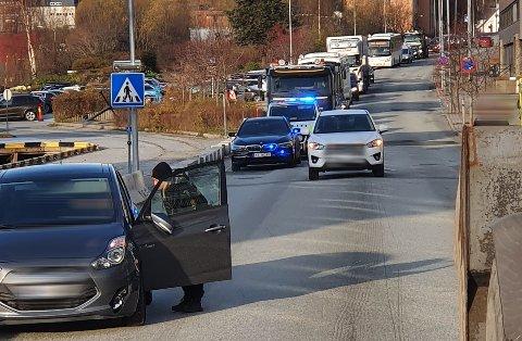 LAV SOL: En eldre mann ble påkjørt i dette gangfeltet på Fagernesveien. Føreren av bilen, en mann i 90-årene, klagde på lav sol på ulykkesstedet.
