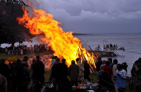 VARSOMHET: Det absolutte forbudet mot å gjøre opp ild oppheves, nå som tørken ikke er like intens som den var tidligere i sommer. Det er fortsatt ikke tillatt å gjøre opp ild i utmark, eller i nærheten av skog.