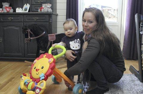 Vanskelig: Tone Risåsen må antakeligvis kjøre datteren Linne Celine til Våler for å få barnehageplass.