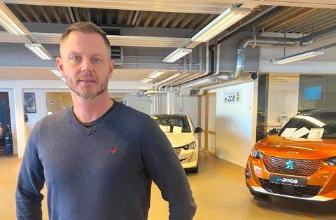 HJEMMEKONTOR: Sverre Schjervheim er en av mange arbeidstakere som blir rammet av stengt grense.