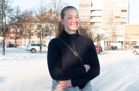 BLE AVVIST: Josefine Marie Sydness (24) fortalte nylig sin historie om hvordan hennes ønske om psykisk helse-hjelp ble avvist hos spesialisthelsetjenesten, og at det istedet ble anbefaklt å prøve anti-depressiva. Nå måtte helseminister Bent Høie (H) svare på spørsmål fra Stortingets talerstol om saken.