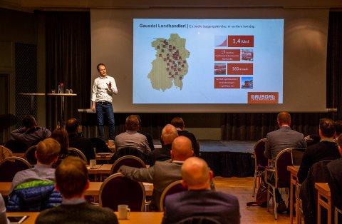 Per Stubberud Lieng, økonomisjef i Gausdal Landhandleri, under sitt foredrag om hvordan Gausdal Landhandleri doblet omsetningen fra 2009 til 2016.