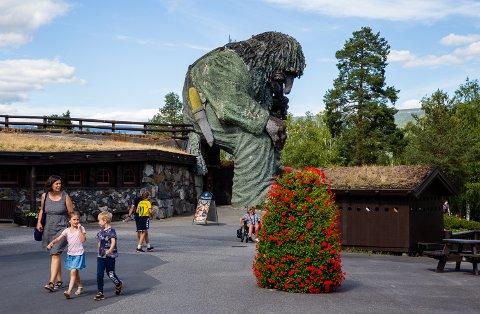 I Hunderfossen Eventyrpark planlegges det for åpning 21. mai, selv om det grønne lyset fra helsemyndighetene ennå har uteblitt.