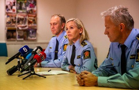 POLITIADVOKAT: Politiet har foreløpig avhørt 60 personer etter knivdrapet på Vinstra 31. oktober. Her ser vi politiadvokat Stine Rigmor Grimstad på en pressekonferanse på Vinstra i fjor.