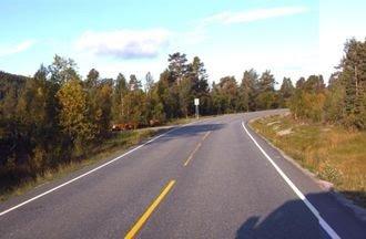 Denne svingen på rv. 15, rett vest for bommen ved Billingen i Skjåk, skal rettes ut og vegen skal utvides til 8,5 meter bredde