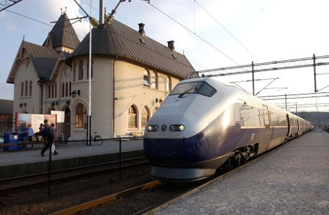Det vil bli stengt for tog mellom Halden og Sarpsborg fra mandag til og med 2. oktober.