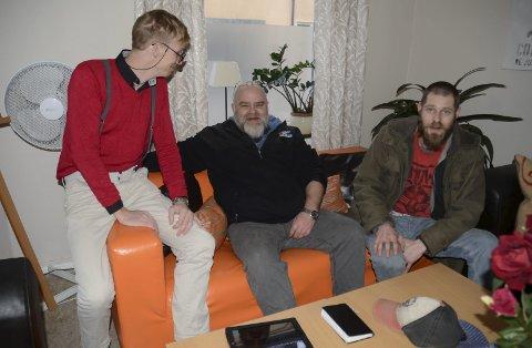 Ønsker å skape noe: F.v.: Torbjørn Torgrimson, Hendrik Thuen og Aleksander Millerud kommer alle tre inn i prosjektet med helt ulik bakgrunn, men  har sammen et ønske om å hjelpe andre ut av et mørkt hull. Foto: Ragnhild Ekornrud