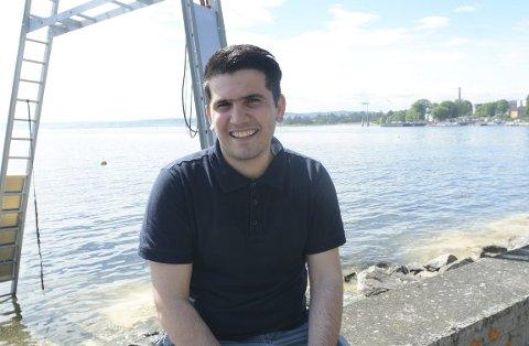 DRØMMEN OPPFYLLES : Hussein Mahmoud kom til Norge uten elementære kunnskaper innen blant annet matematikk, men etter å ha jobbet steinhardt har han siden han kom til Norge for fem år siden tilegnet seg så gode ferdigheter og karakterer at han fra høsten kan begynne på medisinstudiet på Bjørknes i Oslo. Da går drømmen i oppfyllelse for 21-åringen fra Syria.