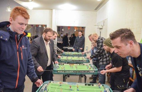 2018: Fredag kveld og Stiga-fotballspill på Sentralbadet litteraturhus, et av mange populære arrangement under spillfestivalen i Odda. Foto: Arkiv/Ernst Olsen