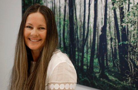 SANG MED TEIGEN: Mona Woll Håland sto på MGP-scenen med Teigen i 1988. Hun kan nesten ikke tro at det er 30 år siden.