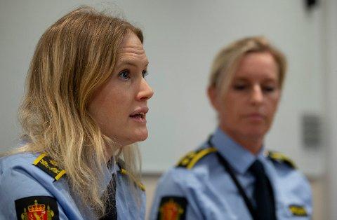 SIKTELSEN UTVIDET: Påtaleansvarlig Marte Engesli Lysaker (t.v) og politioverbetjent Laila Stølen fra pressekonferansen 1. nyttårsdag. Fredag ble det klart at siktelsen mot mannen i 50-årene er utvidet til å også gjelde grovt skadeverk.