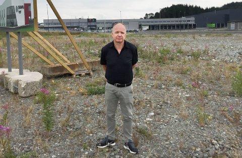 SKANFIL: Magne Hognelands Skanfil på Raglamyr-tomten for to år siden. Like før bygging av Skanfilbygget. Nå må de bygge på for å få nok plass.