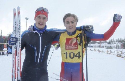 GIKK INN TIL GULL:  Her er gullvinnerne fra Halsøy IL Ski Jesper Abelsen Andreasen og Ole Jakob Forsmo rett etter målgang på sprintstafetten. Nå starter forberedelsene til et løp som er tanke lenger enn sprintløypa på Sjåmoen.  FOTO: PER VIKAN
