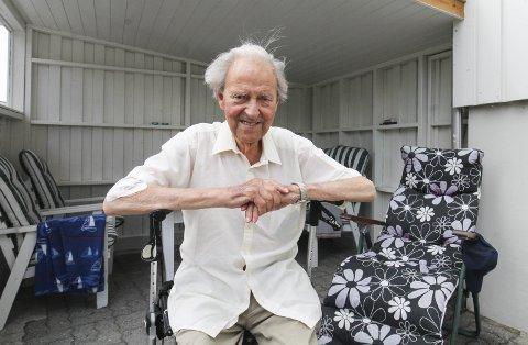 FORNØYD: Erling Kjølseth (89) var en av de første som hadde ideen til gondol rundt 1960. Han klippet snora under åpningen. Foto: Per Vikan