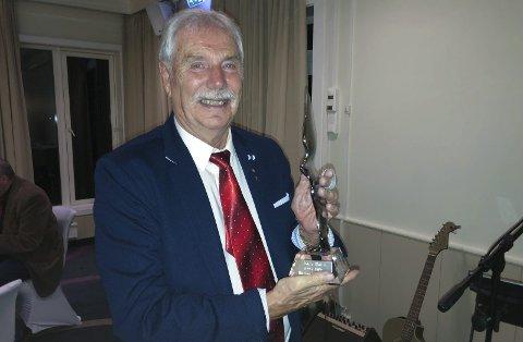 HEDRET: – Det var hyggelig å bli hedret etter 24 år som styreleder i Hammerfest Havn, sier artikkelforfatter John Wahl. Foto: Trond Ivar Lunga